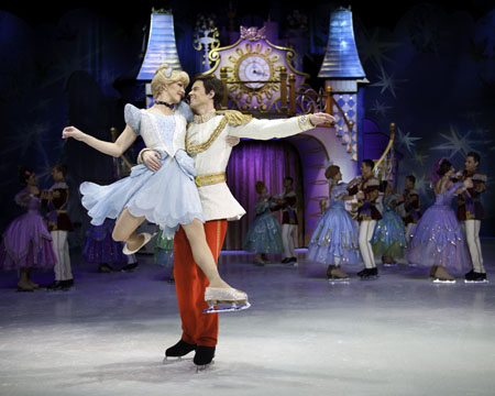 Disney on Ice - Cinderella dancing with the Prince