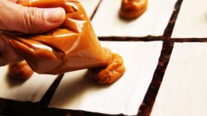 Pumpkin Pie Wontons - piping filling