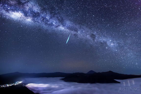 Eta Aquarids - Meteor Shower Caused by Halley's Comet