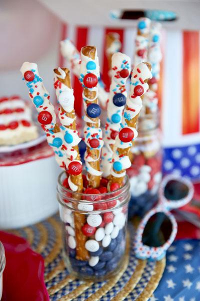 Red White and Blue Desserts - M&M Pretzels - North Texsas Kids Magazine