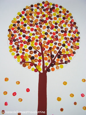 fall crafts for kids - tree with Q-tip painted leaves